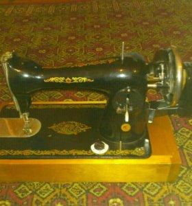 Швейная машинка ручная отечественная