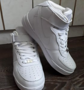 Продам кроссы Nike