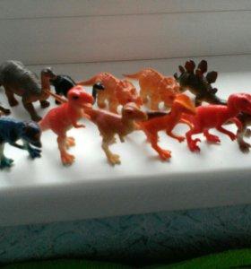 Фигурки динозавров, животных