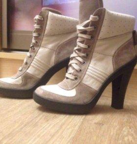 Voile Blanche ботильоны кроссовки на каблуке.