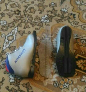 Ботинки лыжные 32 размер.