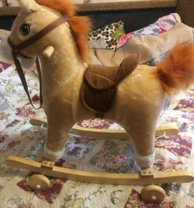 Лошадка-качалка на колесиках
