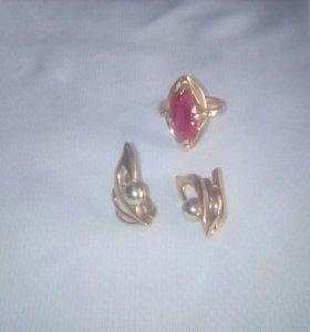 Перстень и серьги золотые