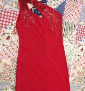 Красное платье с одним плечом (мини)