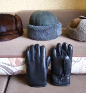 Зимние кепи , перчатки и норковая шапка