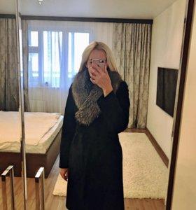 Зимнее пальто с натуральным мехом чернобурки