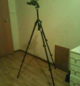 Штатив,для видео камер,в хорошем состоянии
