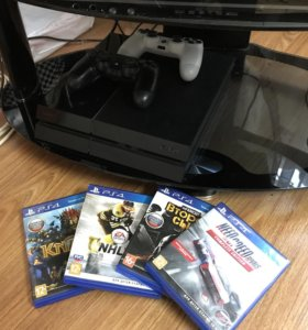PS4 500Gb + 4 игры + 2 контроллера