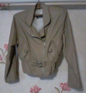 Женская куртка--косуха   и джинсовый плащ--пальто!