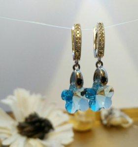 Серьги с голубым кристаллом сваровски.