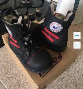 Новые зим. ботинки 2 пары 22 и 23р (кожа/мех)