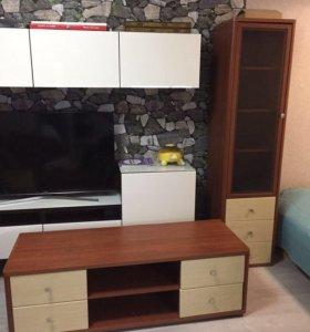 Мебель для гостиной бу. Тумба по тв + шкаф витрина