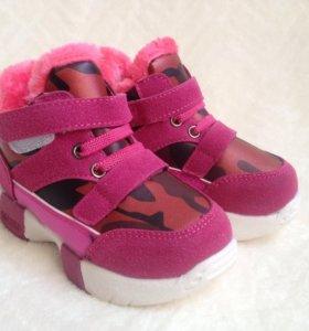 Кроссовки для девочки, новые.