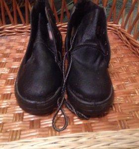 Ботинки спецовочные,прошитые,на резиновом ходу,