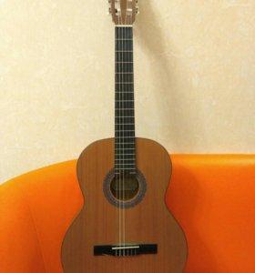 Классическая гитара Kremona