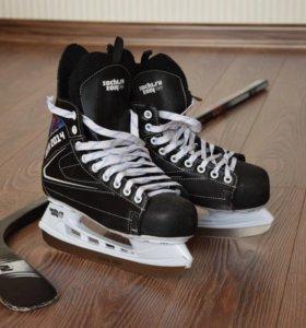 Хоккейные коньки + клюшка