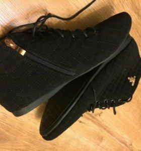 Ботинки новые 39-40