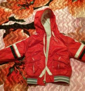 Продаю две детских курточки. Вторая в подарок