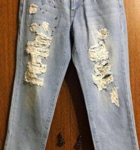Продам джинсы- бойфренд( новые)
