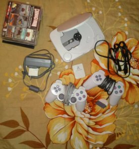 Игровая приставка Sony Playstation one.