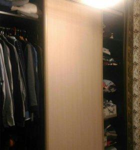 Шкаф-купе, кровать с бельевым ящиком, туалетный ст