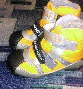 Продам ботинки для беговые лыж, р-р 32-33