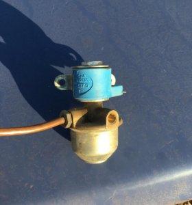 Газовый клапан, багажник и стартер ВАЗ 2115