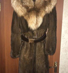 Норковая шуба с капюшоном с отделкой из чернобурки