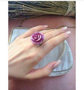 Современное кольцо роза