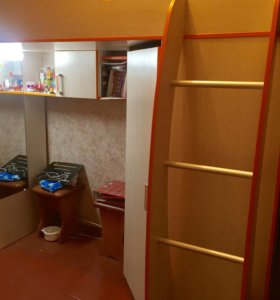 Кровать-чердак+отдельный шкаф
