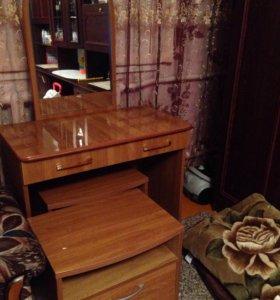 Туалетный столик и тумбочки
