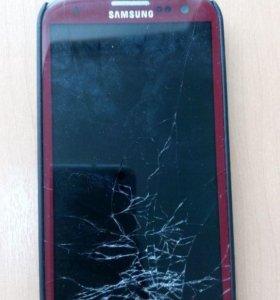 Телефон Samsung Galaxy S3 с разбитым экраном