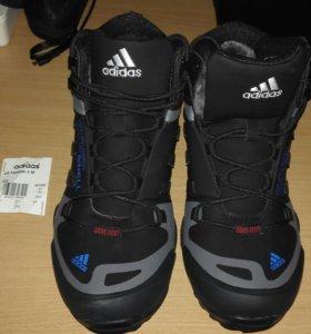 Новые Зимние ботинки Adidas