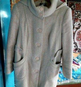 Продам пальто осень весна