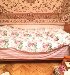 Кровать (каркас+матрас на пружинах)