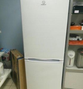 Холодильник Indesit SB 1670. 028