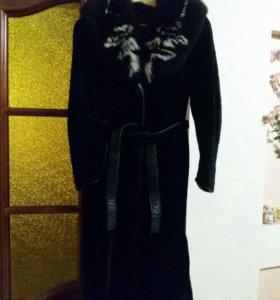 Мутоновое пальто с меховым воротником