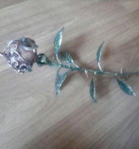 Кованая роза на подставке