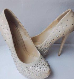 Туфли со стразами (свадебные)