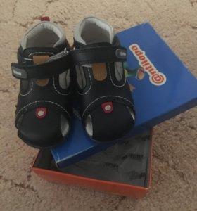 Новые сандали на мальчика.