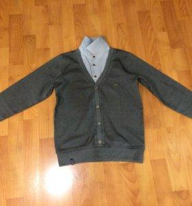 Джемпер с классическим воротником рубашки.