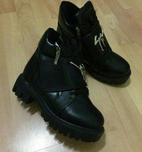 Ботинки, маломерят на 1,5 размера