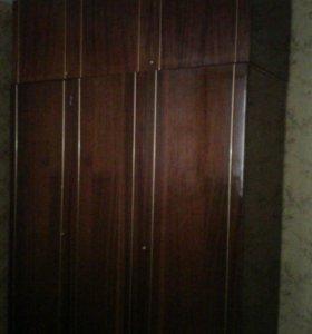 Шкаф 3-х створчатый, с антресолью