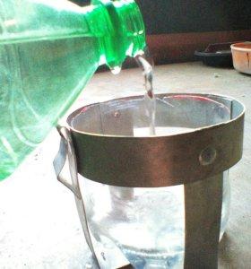 Фиксаторы для посуды с водой и кормом кроликам.