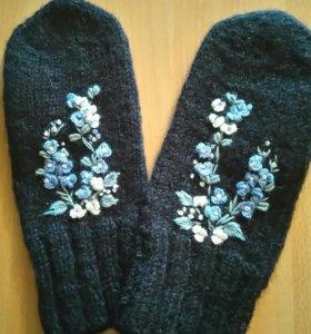 Варежки ручной работы с вышивкой