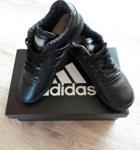 Кроссовки adidas 36 размера