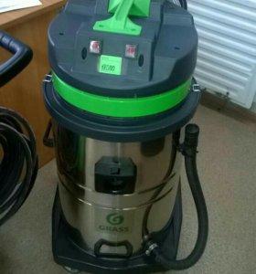 Профессиональный пылесос для сухой и влажной уборк