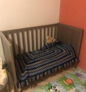 Детская кроватка и пеленальный стол Икеа сундвик