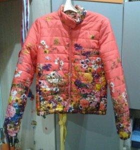 Куртка новая, размер 42-44.