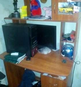 Копьютер и компьютерный стол